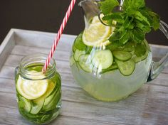 Sassy water with Ginger! Preparation: Pour 8 glasses of water into a pitcher. Add to the water: 1 teaspoon finely grated fresh ginger root Peel and thinly slice a fresh cucumber A sliced lemon About fresh leaves of spearmint Mix well and refrigerat Cucumber Water Benefits, Cucumber Detox Water, Sassy Water, Flat Tummy Water, Dietas Detox, Bebidas Detox, Lemon Diet, Homemade Detox, Hardboiled