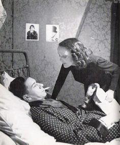 """*  Edith Piaf et Paul Meurisse jouant """"Le Bel Indifférent"""" de Jean Cocteau au théâtre des Bouffes-Parisiens - 1940"""