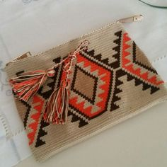 Ravelry: Project Gallery for Triforce-iltalaukku pattern by Molla Mills Tapestry Crochet Patterns, Crochet Motifs, Crochet Quilt, Crochet Art, Loom Patterns, Crochet Crafts, Crochet Projects, Crochet Clutch Bags, Crochet Purses