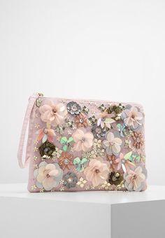 Best 12 New Look pochette Embroidery Bags, Embroidery Jewelry, Beaded Embroidery, Beaded Purses, Beaded Bags, Pochette Diy, Diy Clutch, Bridal Clutch, Wedding Bag