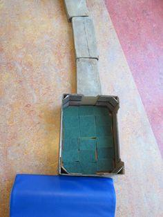 Blote voetenpad. Schuursponsjes en steigerhouten plankjes. Nutsschool Maastricht