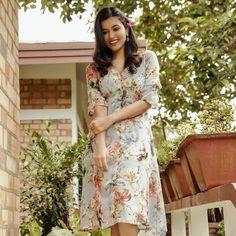 Anju Kurian is an Indian film actress who appears mainly in Malayalam films. Kavi Uddheshichathu and the 2018 film Njan Prakashan. . Follow us at instagram @reelpettiofficial www.reelpetti.com . #priyankamohan #reelpetti #reels #reelpetty #reelsinstagram #actressgallery #actress #tamilactress #kollywoodactress #tamilcinema #cinemagallery #cinewoods #tollywood #mollywood #behindwoods #டோலிவுட் #கோலிவுட் #ரெஜினா #சினிமா #சினிமாசெய்திகள் #தமிழ் சினிமா #தமிழ்ஆக்டர்ஸ் #தமிழ்நடிகைகள் Indian Film Actress, Tamil Actress, Ju On, Film Industry, Actresses, Beautiful, Instagram, Girls, Gallery