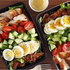 Who else makes a priority on Sunday because they know it leaves them feeling healthier and with more time during the week? _ Twin meal preps for the win! How about delicious Chicken Cobb salads? The hubs sure is happy. This was part of my cooki Lunch Meal Prep, Meal Prep Bowls, Healthy Meal Prep, Healthy Snacks, Healthy Eating, Meal Prep For The Week Low Carb, Meal Prep Salads, Weekly Meal Prep, Meal Prep For The Week For Beginners