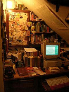 Old-school writing nook, yes! Check out the computer! Dream Rooms, Dream Bedroom, Bg Design, House Design, My New Room, My Room, Room Ideas Bedroom, Bedroom Decor, Room Goals