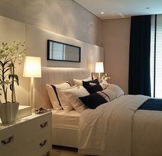 Clássico é sempre clássico ❤️❤️❤️ Um luxoooo esse quarto preto e branco 🔝🔝🔝 - #quarto #quartodecasal #design #decoração #arquitetura #novidades #Instagram #euqueronaminhacasa