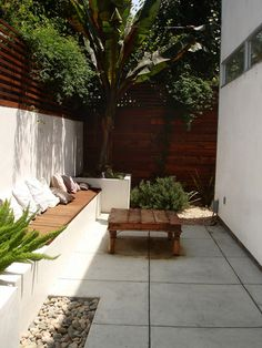 love the fence and wall seating