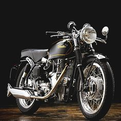 Velocette Fishtail Exhaust  Velocette Venom Thruxton | 500cc | Known as Venom Thruxton or simply Thruxton | Sport and TT Racing bike with speeds up to 180 kph 110 mph | Produced by Velocette from 1965 until the company closed in 1971 | GP