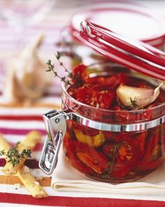 Záplava paradajok: 5 geniálnych tipov, ako ich spracovať Album Photo En Ligne, C'est Bon, Moscow Mule Mugs, Preserves, Pickles, Salsa, Food And Drink, Canning, Fruit