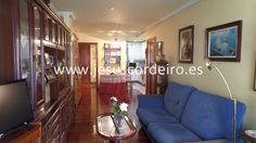 Apartamento exterior de 62m2 ubicado en planta alta de un edificio de la calle Rosalía de Castro. Cuenta con recibidor, salón comedor, cocina, distribuidor, dormitorio y cuarto de baño.