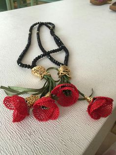 This Pin was discovered by HUZ Thread Jewellery, Beaded Jewelry, Lace Art, Fillet Crochet, Music Crafts, Handmade Flowers, Needle And Thread, Knitting Yarn, Crochet Flowers