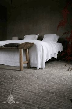 Country residence with Castle Stones by Castle Stones Worldwide Castle Stones, Home Bedroom, Bedroom Decor, Feng Shui, Minimal Bedroom, Bookcase Headboard, Modern Rustic Homes, Rustic Interiors, Beautiful Bedrooms