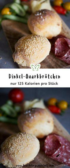 Die leckeren lowcarb Dinkel-Quarkbrötchen bestehen aus wenigen Zutaten und sind ganz leicht selbst gemacht. Pro Stück nur 125 Kalorien - ideal in der Diät