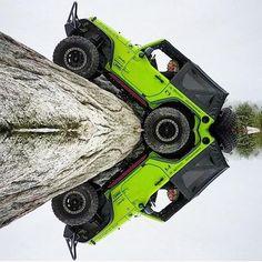 That is simply the perfect photo😩🔥🔥🔥🔥 Jeep Jk, Jeep Rubicon, Jeep Wrangler Jk, Jeep Truck, Jeep Wrangler Unlimited, Green Jeep, Blue Jeep, Badass Jeep, Custom Jeep