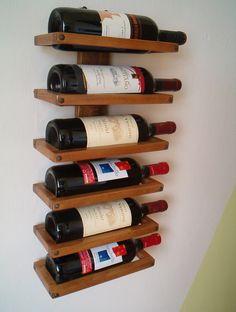 Massief houten muur wijnrek. Bijzonder!