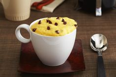 Microwave five ingredients into two adorable mugs of Chocolate Chip Mug Cake! Prep for this delicious Chocolate Chip Mug Cake takes just 5 minutes. Mug Recipes, Kraft Recipes, Cake Recipes, Dessert Recipes, Copycat Recipes, Chocolate Chip Mug Cake, Chocolate Desserts, Mini Desserts, Vanilla Mug Cakes