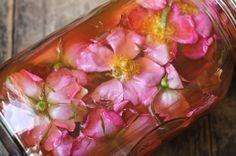 Wildflower Infused Vinegar ~ ways to put edible flowers on the table List Of Edible Flowers, Hippie Bride, Infused Oils, Flower Food, Elderflower, Diy Cleaning Products, Cleaning Supplies, Spring Time, Vinegar