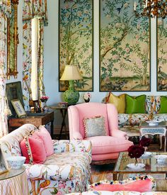 Chinoiserie Chic: framed wallpaper