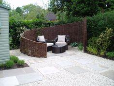Low Maintenance Garden : Eclectic style garden by Cherry Mills Garden Design