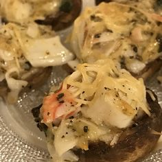 Crab Stuffed Mushrooms aren& just for fancy parties. These come together quickly, taste delicious and are a perfect starter or side dish. Crab Stuffed Mushrooms, Stuffed Peppers, Imitation Crab Recipes, Whole Food Recipes, Cooking Recipes, Thanksgiving Appetizers, Thanksgiving Menu, Crab And Lobster, Hot Appetizers