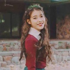 Girl Photo Poses, Girl Photos, Iu Twitter, Girl Artist, Love U Forever, Celebs, Celebrities, Korean Beauty, Korean Singer