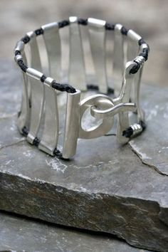 Jill Platner. Such a pretty cuff, comfy too -looks like.                                                                                                                                                      Más