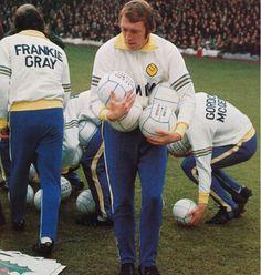 Leeds Utd striker Mick Jones helps out with the balls in Leeds United Football, Leeds United Fc, Retro Football, Football Kits, Football Soccer, The Damned United, Mick Jones, Training Kit, Horse Racing
