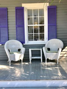 South Florida Style: Today we're all about one of our favorite aesthetic styles: Key West, Florida. The color and coastal vibes are pure energy! Florida Style, Beach Bungalows, Indoor Outdoor Living, Resort Style, South Florida, Key West, Traditional House, Shutters, House Colors
