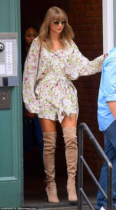 Taylor Swift flaunts her long lean legs in thigh-high boots and a flirty mini dress while out in NYC Taylor Swift Outfits, Estilo Taylor Swift, Taylor Swift Style, Taylor Swift Pictures, Taylor Alison Swift, Kj Apa Riverdale, Lean Legs, Thigh High Boots, Thigh Highs