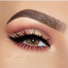 50 Coolest Party Makeup Looks to Try This Holiday Season These trendy Makeup ide. - 50 Coolest Party Makeup Looks to Try This Holiday Season These trendy Makeup ideas would gain you a - Party Makeup Looks, Makeup Eye Looks, Wedding Makeup Looks, Pretty Makeup, Skin Makeup, Eyeshadow Makeup, Eyeshadows, Eyeshadow Palette, Rose Gold Eyeshadow