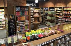 fotos tiendas ecologicas - Buscar con Google Carnicerias Ideas, Fruit Stands, Salad Bar, Dream Rooms, Ceiling Design, Visual Merchandising, Store Design, Grocery Store, Deli