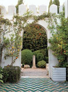 courtyard of Richard Shapiro's Malibu villa | Lisa Romerein