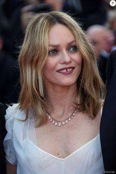 """Vanessa Paradis - Montée des marches du film """"The Last Face"""" lors du 69e Festival International du Film de Cannes. Le 20 mai 2016. © Olivier Borde-Cyril Moreau/Bestimage"""