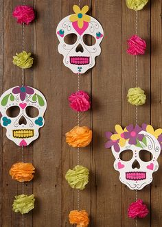 DIY Halloween Day of the Dead garland Diy Halloween Garland, Fall Halloween, Halloween Crafts, Holiday Crafts, Halloween Decorations, Halloween Party, Mexico Party Decorations, Mexican Halloween, Diy Mexican Decorations