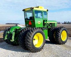 JOHN-DEERE. 7520, F.W.D. Tractor.