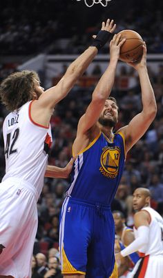 Description of . Golden State Warriors' Andrew Bogut (12) shoots against Portland Trail Blazers' Robin Lopez (42) during the first half of an NBA basketball game in Portland, Ore., Tuesday, March 24, 2015. (AP Photo/Greg Wahl-Stephens)
