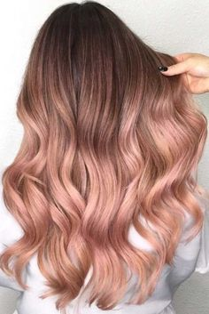 Rose gold hair color ideas for blonde, brown and red hair. Best tutorial and photos with rose gold hair color. Gold Hair Colors, Ombre Hair Color, Rose Hair Color, Dyed Hair Ombre, Hair Colours, Trendy Hair Colour, Pastel Ombre Hair, Long Ombre Hair, Hair Color 2018