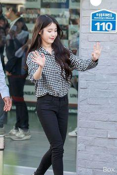 Korean Fashion – How to Dress up Korean Style – Designer Fashion Tips Korean Casual Outfits, Classy Outfits, Girl Outfits, Fashion Outfits, Fashion Tips, Korean Airport Fashion, Korean Fashion Trends, Kpop Mode, Kpop Fashion