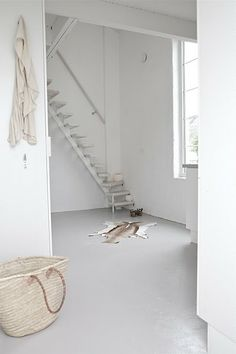 pure white loveliness - Love the color of the floor