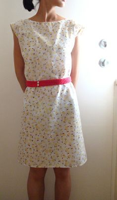 pillowcase dress with red belt - I think she may have used 2 pillowcases - I've never seen a pillow that long. Clothing Patterns, Dress Patterns, Shirt Patterns, Crochet Patterns, Sewing Clothes, Diy Clothes, Barbie Clothes, Pillowcase Shirt, Pillowcase Dresses