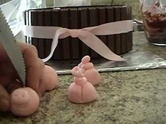 kitkat cake with pig in chocolate mud - for beginners!  YouTube video tutorial... http://www.youtube.com/watch/?v=abqhWp3WWeg