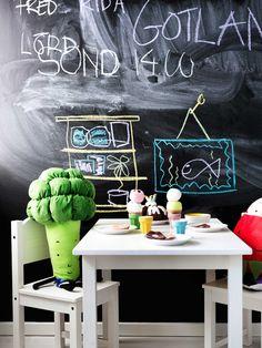 IKEA Österreich, Inspiration, Kinder, Kids, Stoffspielzeug TORVA, Spielgemüse DUKTIG, Kindertisch SUNDVIK