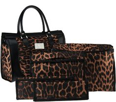 Lori Greiner makes packing easier than ever with this set of four travel organizers and tote bag. QVC.com