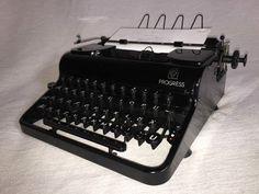 Mechanische Schreibmaschine Olympia Progress portable typewriter