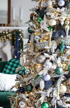 Navy and Green Christmas Tree - Christmas Tree Decor Ideas Silver Christmas Decorations, Ribbon On Christmas Tree, Christmas Tree Themes, Green Christmas, Christmas Tree Toppers, Xmas Tree, Christmas Holidays, Colorful Christmas Tree, Christmas Recipes