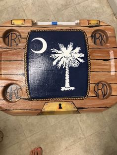 wood grain treasure chest cooler