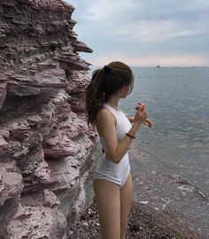 How to Take Good Beach Photos Skinny Girls, Beach Hair, Girl Body, Body Inspiration, Photography Women, Body Photography, Fitness Photography, Ulzzang Girl, Aesthetic Girl