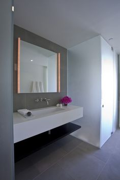 The California Contemporary interior design project was completed by the Pasadena based studio Rozalynn Woods Interior Design. This home was featured on Elegant Bathroom Decor, Modern Bathroom Mirrors, Beautiful Bathrooms, Wood Interior Design, Contemporary Interior Design, Bathroom Interior Design, Contemporary House Plans, Wood Interiors, House Design