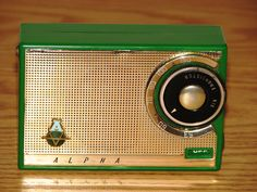 Vintage Alpha Model M6M 6-Transistor Radio.  Made in Japan.  Beautiful design with a bright green case.