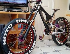 #enduro #bike #dh #downhill #mtb #mountainbike #sramm #shimano #rider #maxxis #descenso #freeride Fat Bike, Dh Velo, Vrod Custom, Montain Bike, Best Electric Bikes, E Skate, Downhill Bike, Cruiser Bicycle, Mini Bike