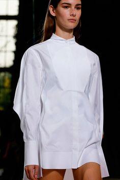De witte hemdjurk van Balenciaga